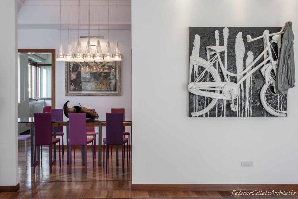 Bianca e colorata arredo su disegno integrato con opere for Arte arredo roma