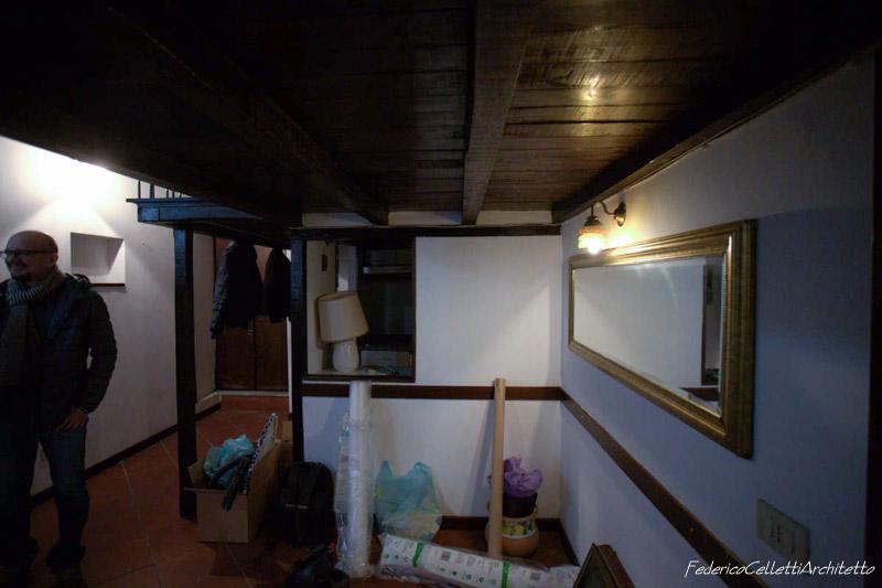 Tramezzo Divisorio Cucina Urbana 120 Prima dei lavori di Restauro e Interior Design