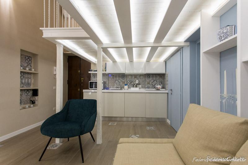 Open Space ampio con Angolo Cottura a vista Urbana 120 Dopo i lavori di Restauro e Interior Design