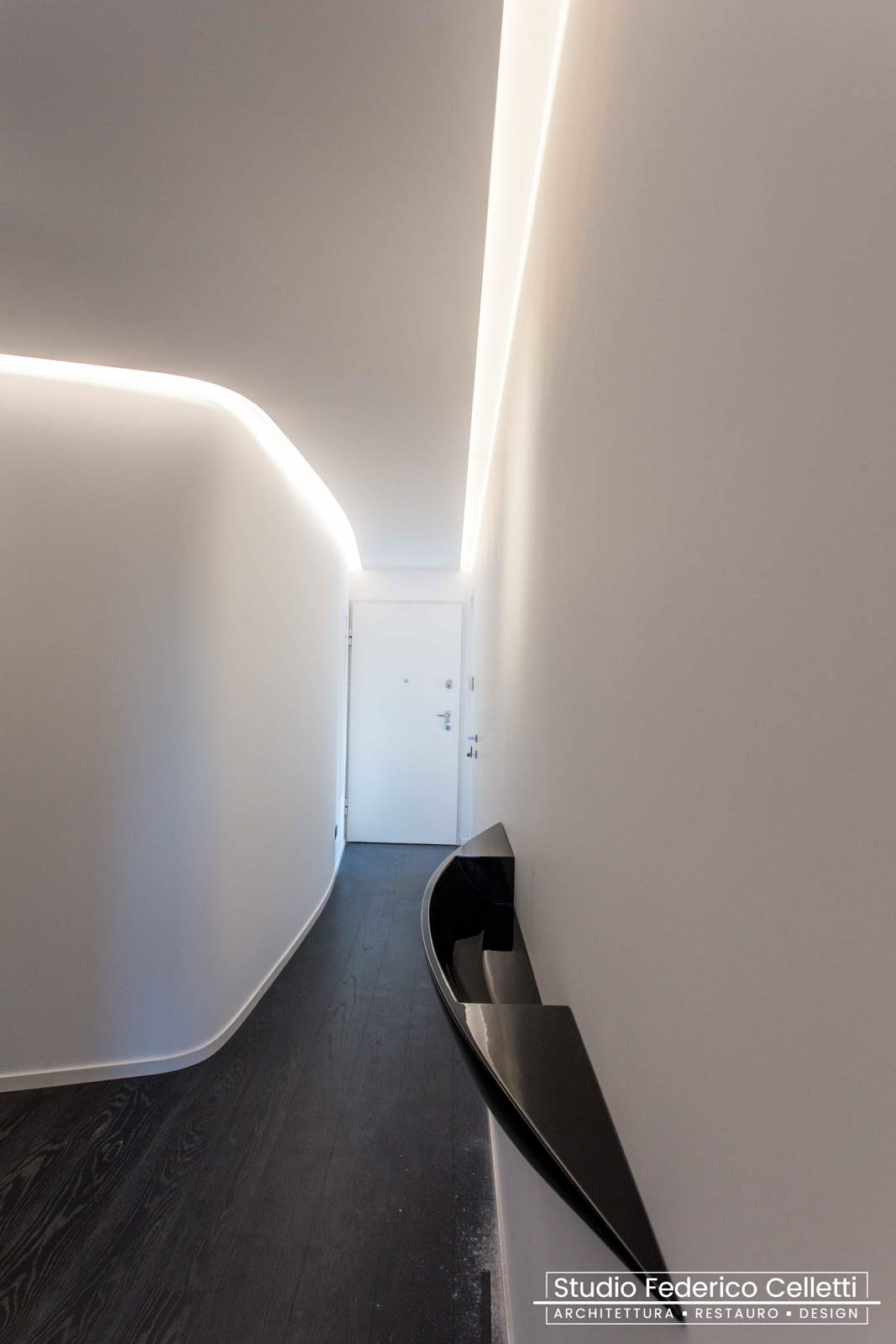 Corridoio Attico A+C Dopo dei lavori di Restauro e Interior Design 01