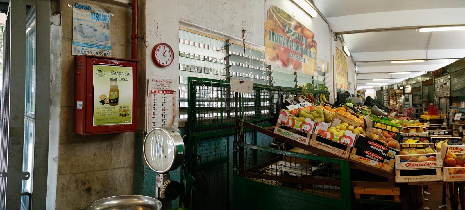 Mercato Montesacro interno ingresso prima dei lavori
