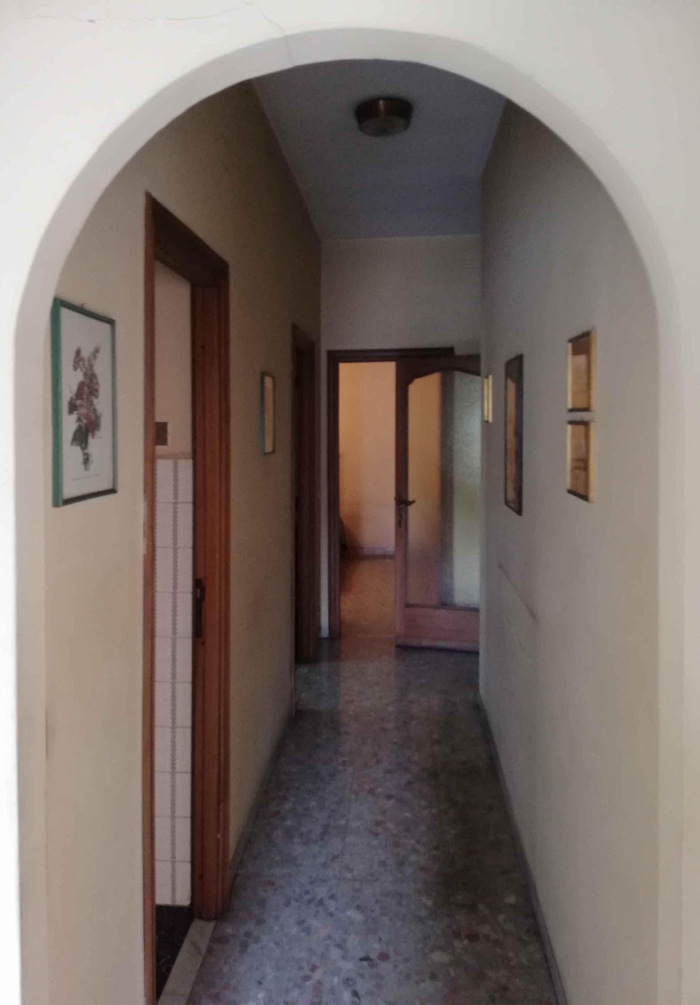 Corridoio Penguin House Prima dei lavori di Restauro e Interior Design